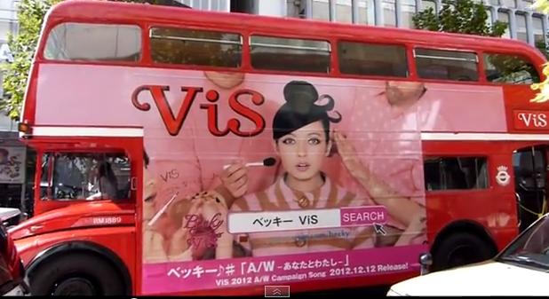 ロンドンバスを使って自然な宣伝